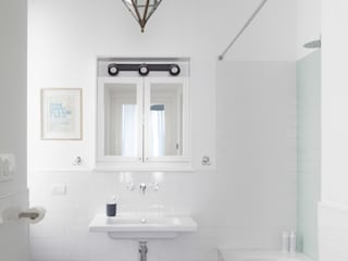 No.Lo. Flat Scandinavian style bathroom by Filippo Colombetti, Architetto Scandinavian