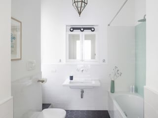 No.Lo. Flat Filippo Colombetti, Architetto Scandinavian style bathroom White