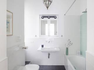 No.Lo. Flat Filippo Colombetti, Architetto Baños de estilo escandinavo Blanco