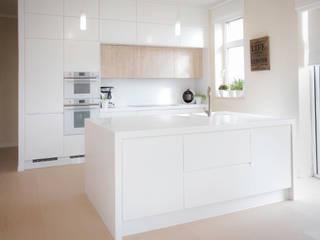 scandinavian  by Moderestilo - Cozinhas e equipamentos Lda, Scandinavian