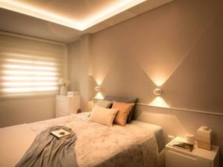Modern style bedroom by Estudio de Interiorismo Valeria Bonomi Modern