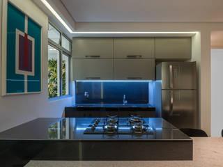 Kitchen units by Luiz Henrique Ribeiro arquitetura e design de interiores, Modern