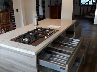 CONTADOR JESUS: Cocinas equipadas de estilo  por La Central Cocinas Integrales S.A de C.V
