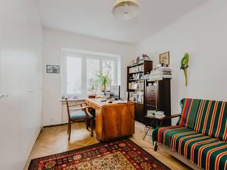 Lata 60te wiecznie żywe Minimalistyczne domowe biuro i gabinet od ZIZI STUDIO Magdalena Latos Minimalistyczny