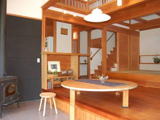 なつちゃんの家: 田村建築設計工房が手掛けたリビングです。