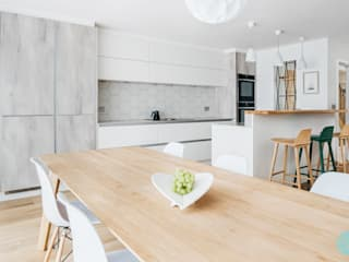 Scandinavian Style Kitchen Dining and Lounge by Katie Malik Interiors Скандинавський