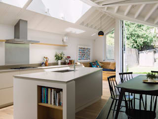 Kitchen: modern Kitchen by Mustard Architects