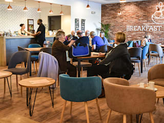 Thames Club cafe and lounge: modern  by Inside Out Contracts Ltd. , Modern