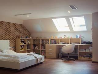 Тихая гавань: Спальни для девочек в . Автор – Архитектурная мастерская Leto