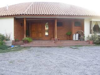 CASA LO CASTRO-2009 (250m2-Colonial): Chalets de estilo  por Casabella