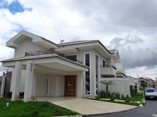 SERGIO CANINEO arquitetura + design 一戸建て住宅 レンガ 灰色