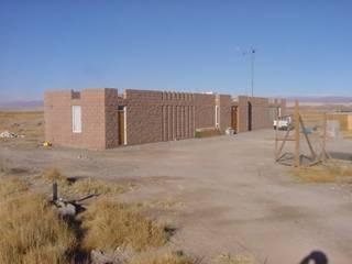 MURTRA SANTA MARÍA DEL SILENCIO | CHIU-CHIU | REGIÓN DE ANTOFAGASTA | CHILE: Casas de campo de estilo  por RH+ ARQUITECTOS, Moderno