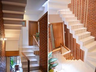 Escalier de style  par Công ty TNHH Xây Dựng TM – DV Song Phát, Moderne