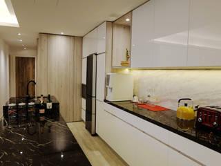 Cocinas de estilo  por inDfinity Design (M) SDN BHD,