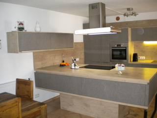 Grau - Eiche von Küchen + Wohn - Studio Axel Trinkl Modern