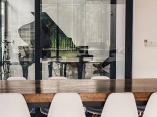 J Hous Studio ห้องทานข้าว ไม้จริง Wood effect