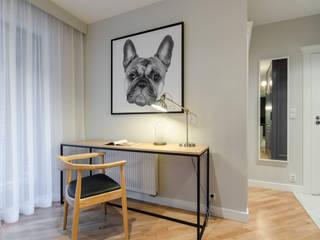 Mieszkanie z pieskiem: styl , w kategorii Salon zaprojektowany przez Studio Potorska