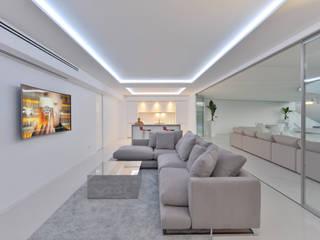 Top penthouse ibiza de HTH DESIGN Minimalista