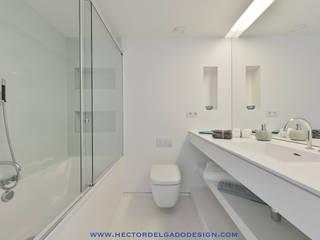 Minimalist style bathroom by HTH DESIGN Minimalist