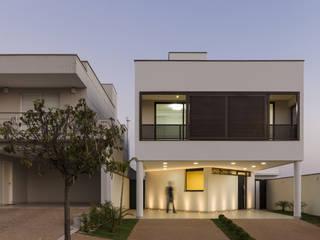 Residência DBP : Condomínios  por Vertentes Arquitetura,Minimalista