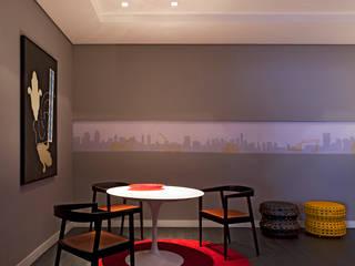 Escritório modelo:   por Patricia Abreu arquitetura e design de interiores,