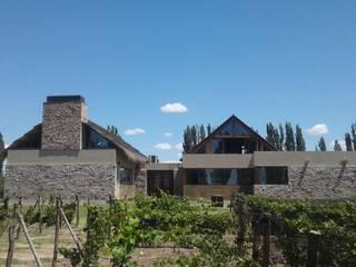 Vivienda en Algodon: Casas de estilo  por Azcona Vega Arquitectos,Rústico