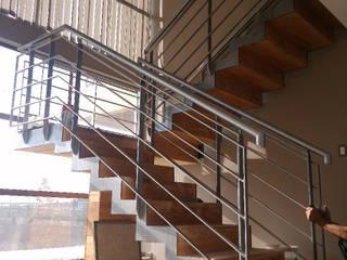 CASA LAMPA : Escaleras de estilo  por Incubar: Arquitectura & Construcción