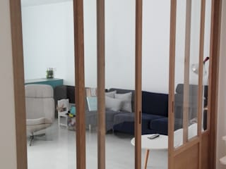 Modern corridor, hallway & stairs by MUEBLES ARROYO,S.L. Modern