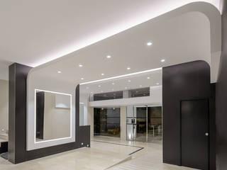 PROYECTO IBIZA TRANSAT Pasillos, vestíbulos y escaleras de estilo moderno de HTH DESIGN Moderno