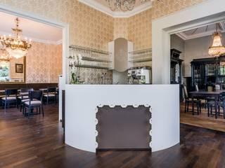 Villa:  Flur & Diele von sia,Modern