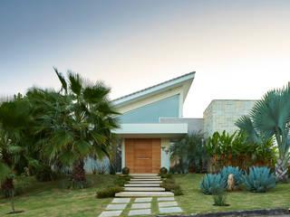Paisagismo da Fachada: Jardins  por Maria Luiza Aceituno arquitetos,Asiático