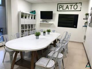 Estudi Aura, decoradores y diseñadores de interiores en Barcelona Scuole in stile eclettico Legno Verde