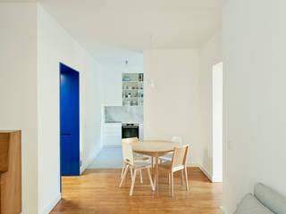 Alameda: Salas de jantar  por arriba architects