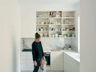 Alameda: Cozinhas  por arriba architects