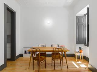 Graça: Salas de jantar  por arriba architects