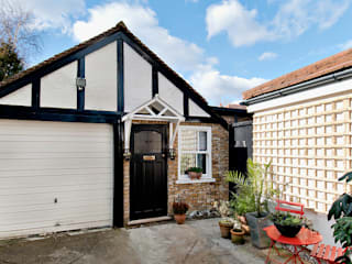 Converting a garage in a small studio Modern garage/shed by Belle & Cosy Interior Design Modern