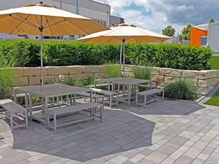 Außenanlage mit Aufenthaltsbereich einer Modernen Lehrlingswerkstatt. RAUCH Gaten- und Landschaftsbau GbR Moderne Schulen