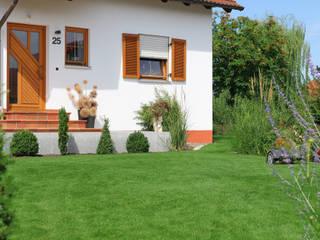 Eine Gartenanlage mit Sandstein und Travertin. RAUCH Gaten- und Landschaftsbau GbR Vorgarten