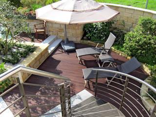 Faszination Gartenteich - modern und verspielt RAUCH Gaten- und Landschaftsbau GbR Ausgefallener Balkon, Veranda & Terrasse Holzwerkstoff
