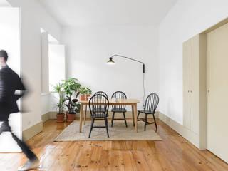 Phòng khách by arriba architects