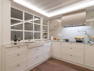 Reforma integral en Neguri: Cocinas de estilo  de Gumuzio&MIGOYA arquitectura e interiorismo