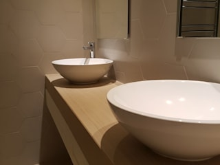 Reforma en Campo Volantín: Baños de estilo  de Gumuzio&MIGOYA arquitectura e interiorismo