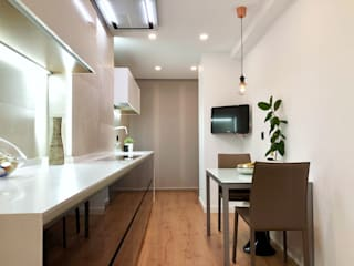 Isoko Proyecto Кухня в стиле модерн Изделия из древесины Черный