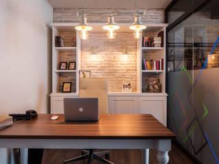 IKLIMA SENOL ARCHITECTURAL- INTERIOR DESIGN & CONSTRUCTION – Çalışma Masası:  tarz Ofis Alanları