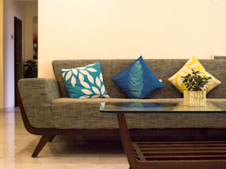 Residential Interior of 2bhk:  Living room by ENTWURF