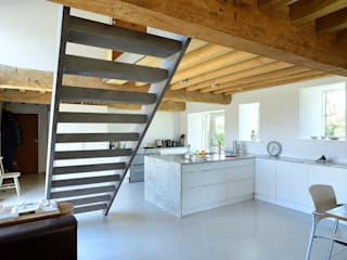 Listed barn conversion Cocinas de estilo minimalista de O2i Design Consultants Minimalista