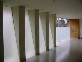 EDIFICIO CORPUS 60: Pasillos y vestíbulos de estilo  por RIVAL Arquitectos  S.A.S.