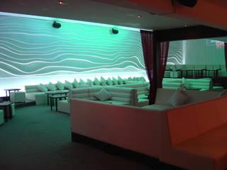 XX Lager Lounge (Diseño interior y Decoración para Bares): Bares y discotecas de estilo  por B&Ö Arquitectura interior y muebles | Diseño de bares y restaurantes / Interiorismo y Decoración México.