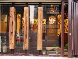 Projekty,  Drwi wejściowe zaprojektowane przez 贏特室內裝修工程有限公司  Winner Interior Design