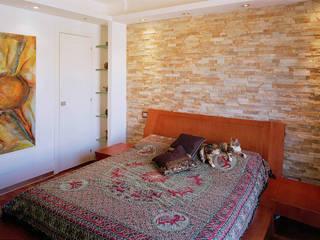Elle shaped house: Camera da letto in stile  di officinaleonardo, Moderno